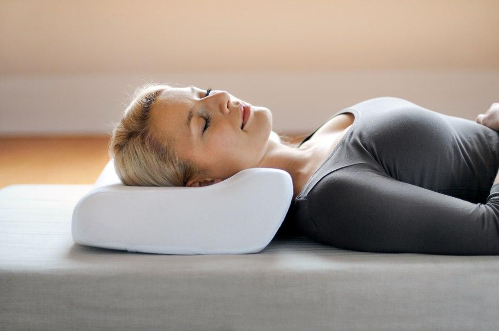 Из чего выбрать хорошую подушку для сна: рейтинг самых лучших фирм и производителей качественных и ортопедических изделий — Товарика